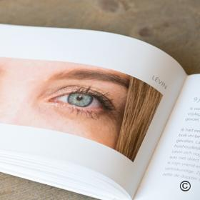 Foto van het boek Still in your Eyes